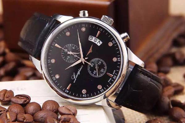 浪琴手表维修中心展示手表