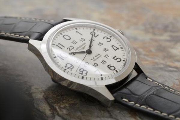 型手表的维修