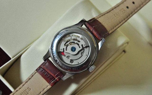 浪琴机械手表偷停的原因